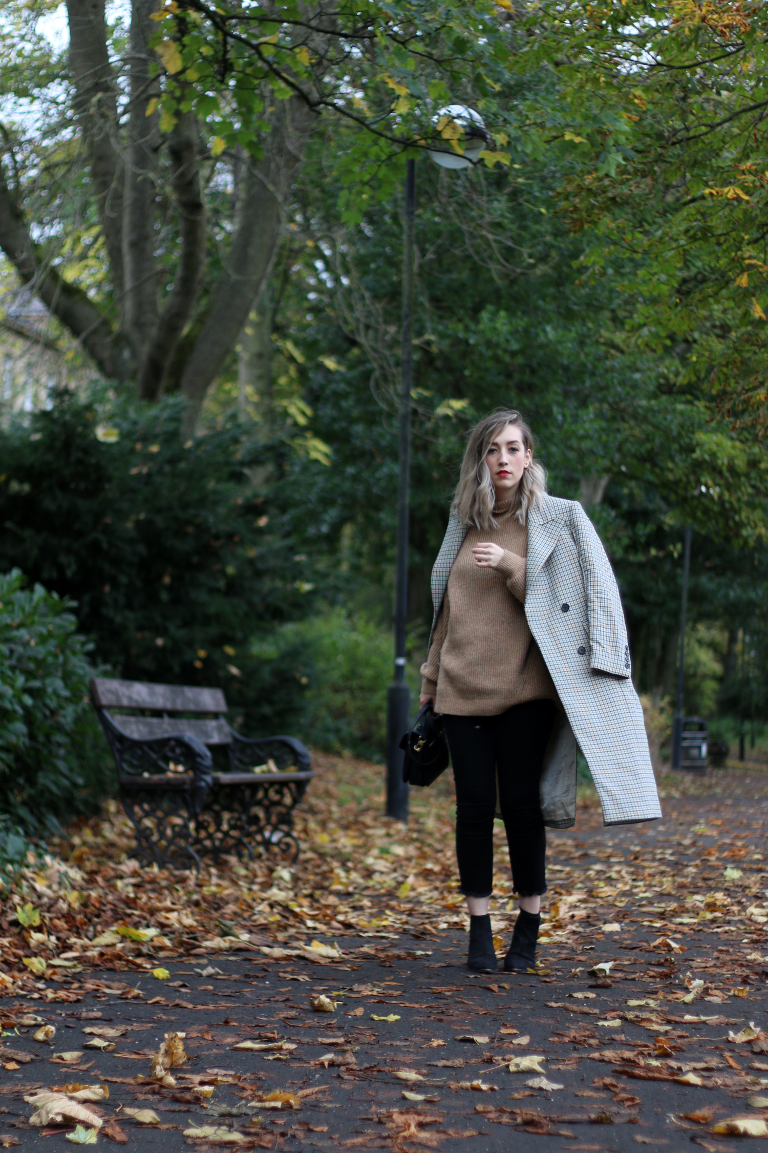 autumn-outfit-H&M-oversized-tan-jumper-checked-coat-3