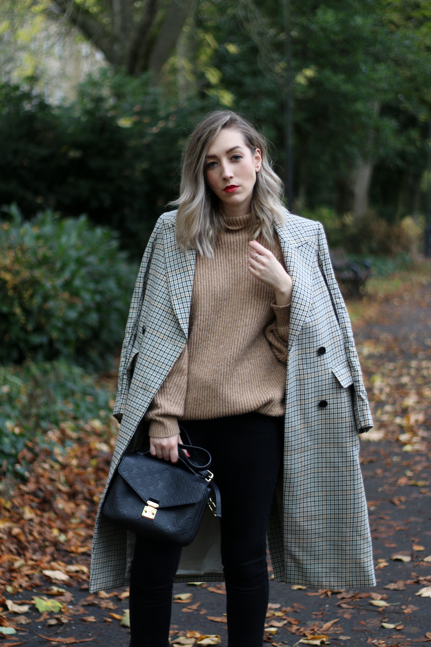 autumn-outfit-H&M-oversized-tan-jumper-checked-coat-6
