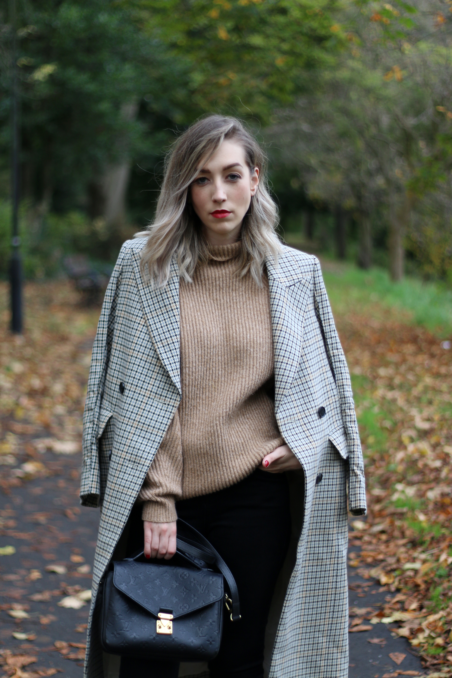 autumn-outfit-H&M-oversized-tan-jumper-checked-coat-7