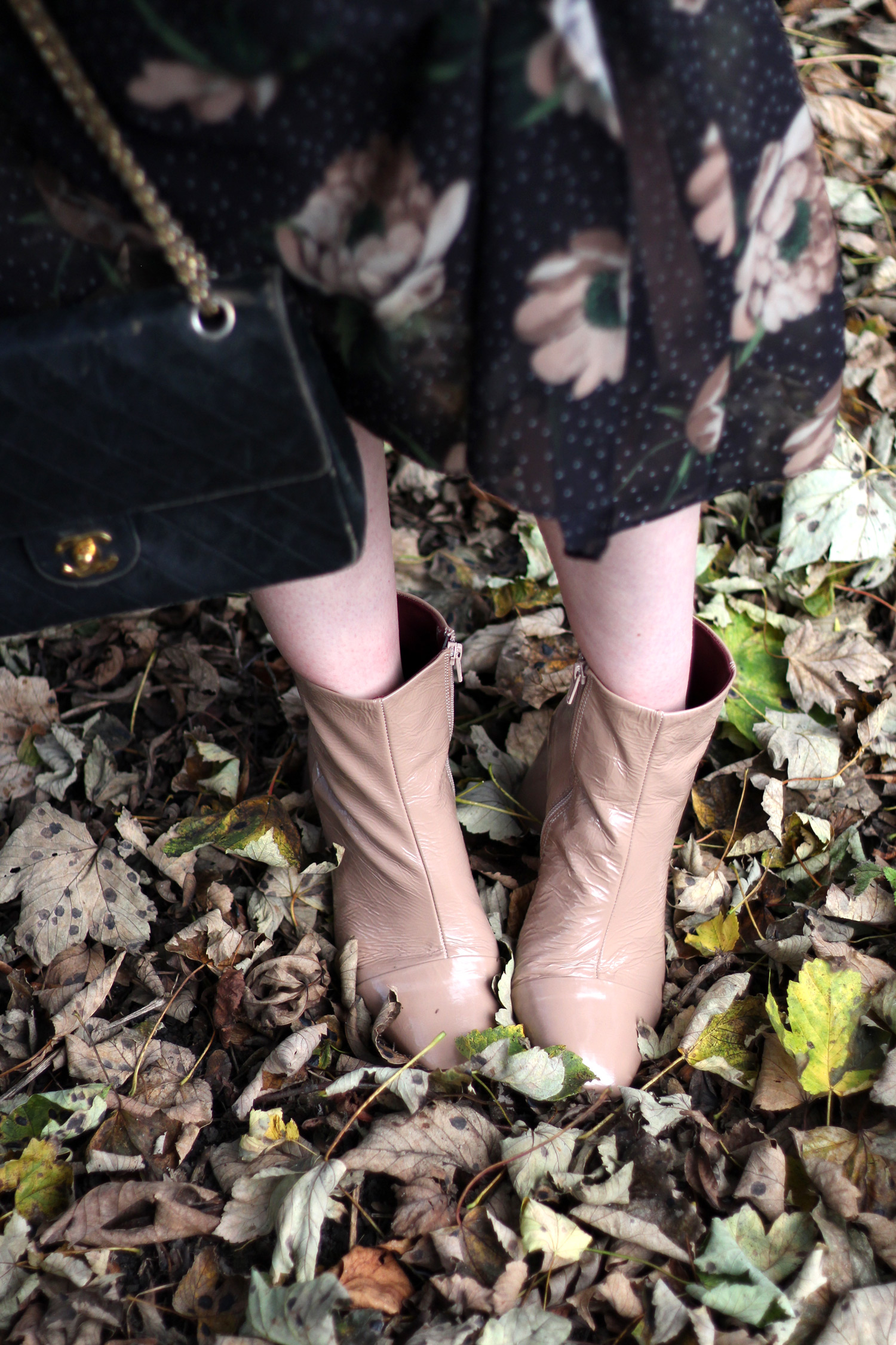 next-floral-midi-dress-nude-leather-boots-vintage-chanel-autumn-outfit-16