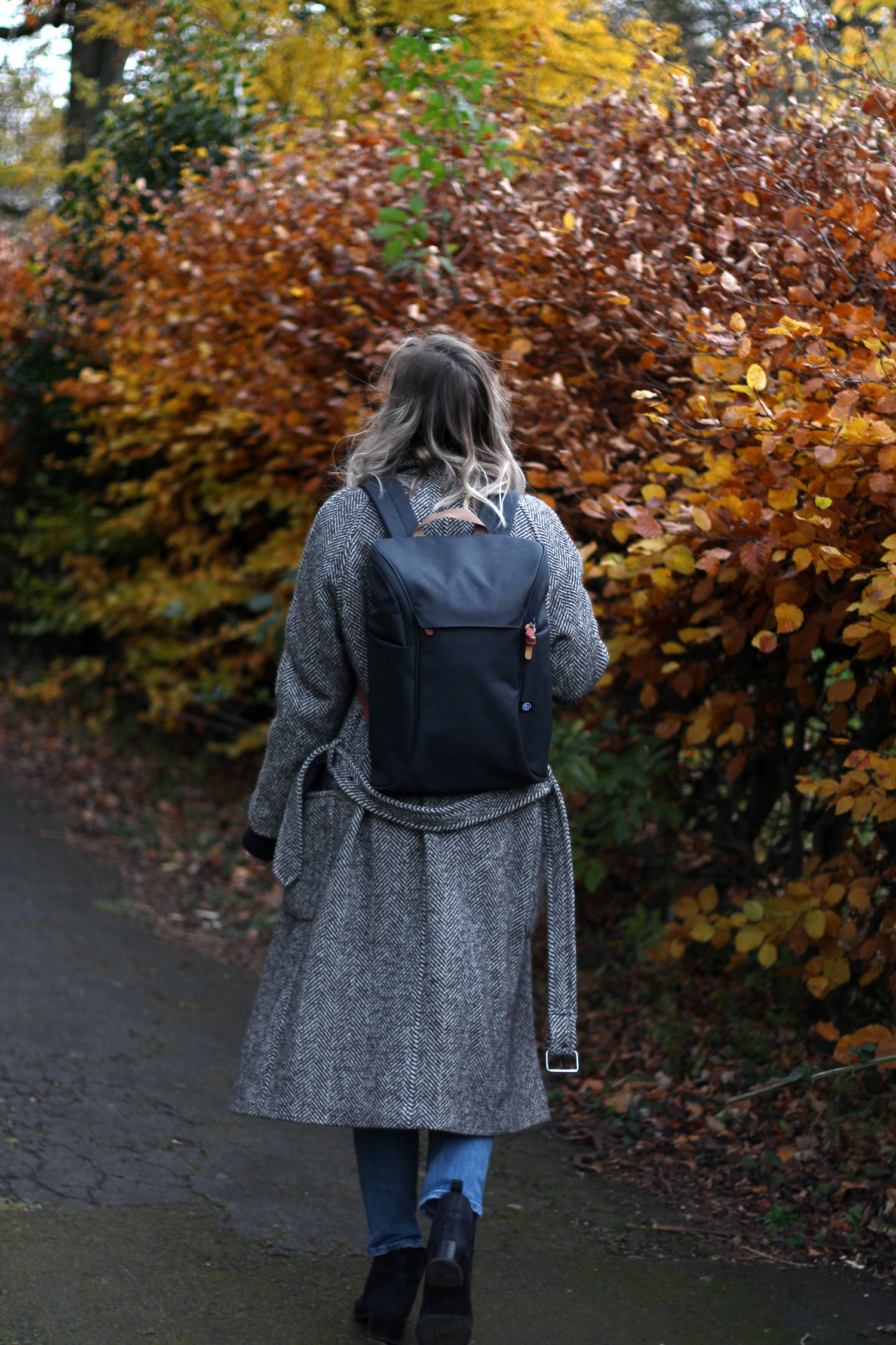 booq-grey-backpack-autumn-outfit-chloe-coat-acne-jensen-10