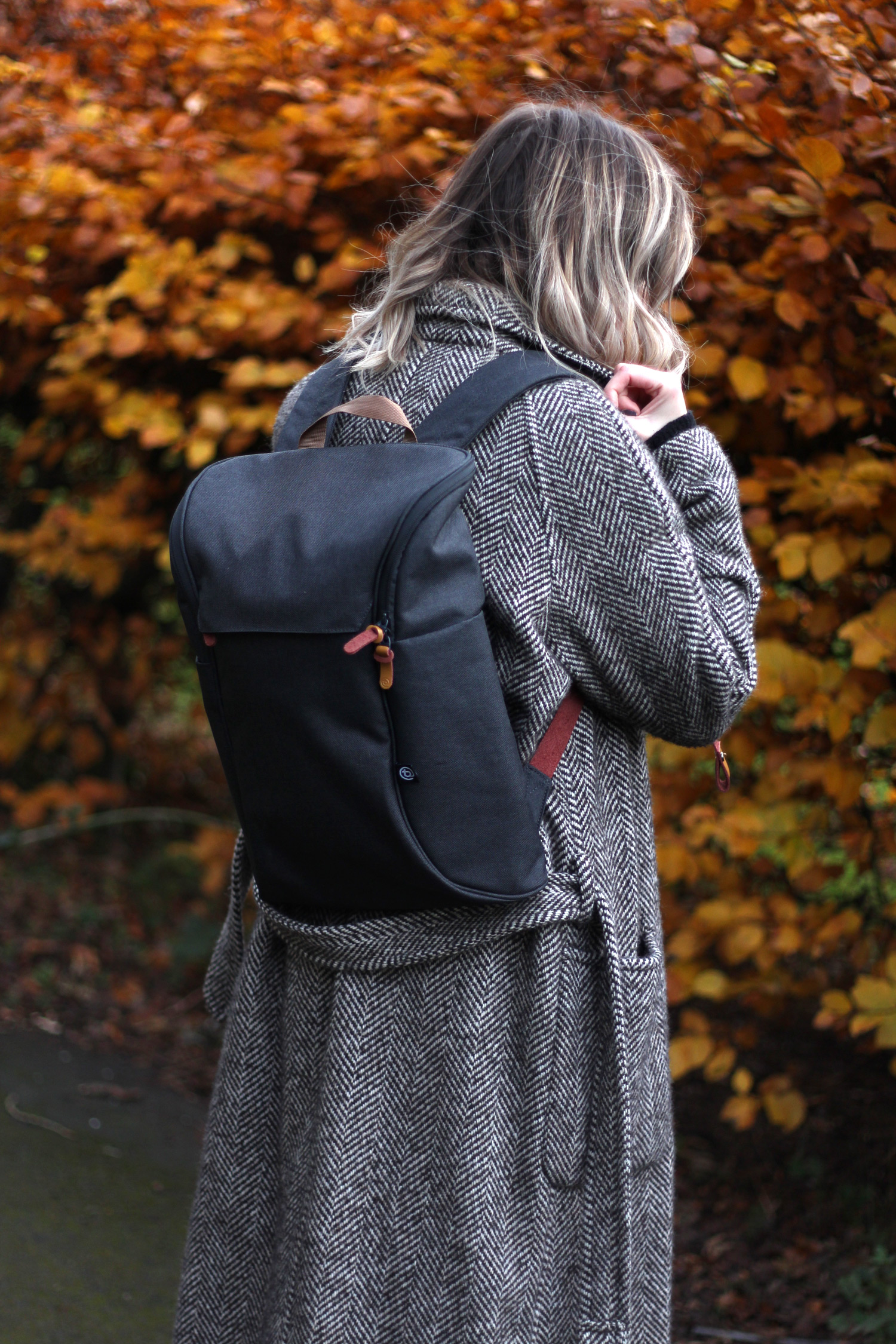 booq-grey-backpack-autumn-outfit-chloe-coat-acne-jensen-11