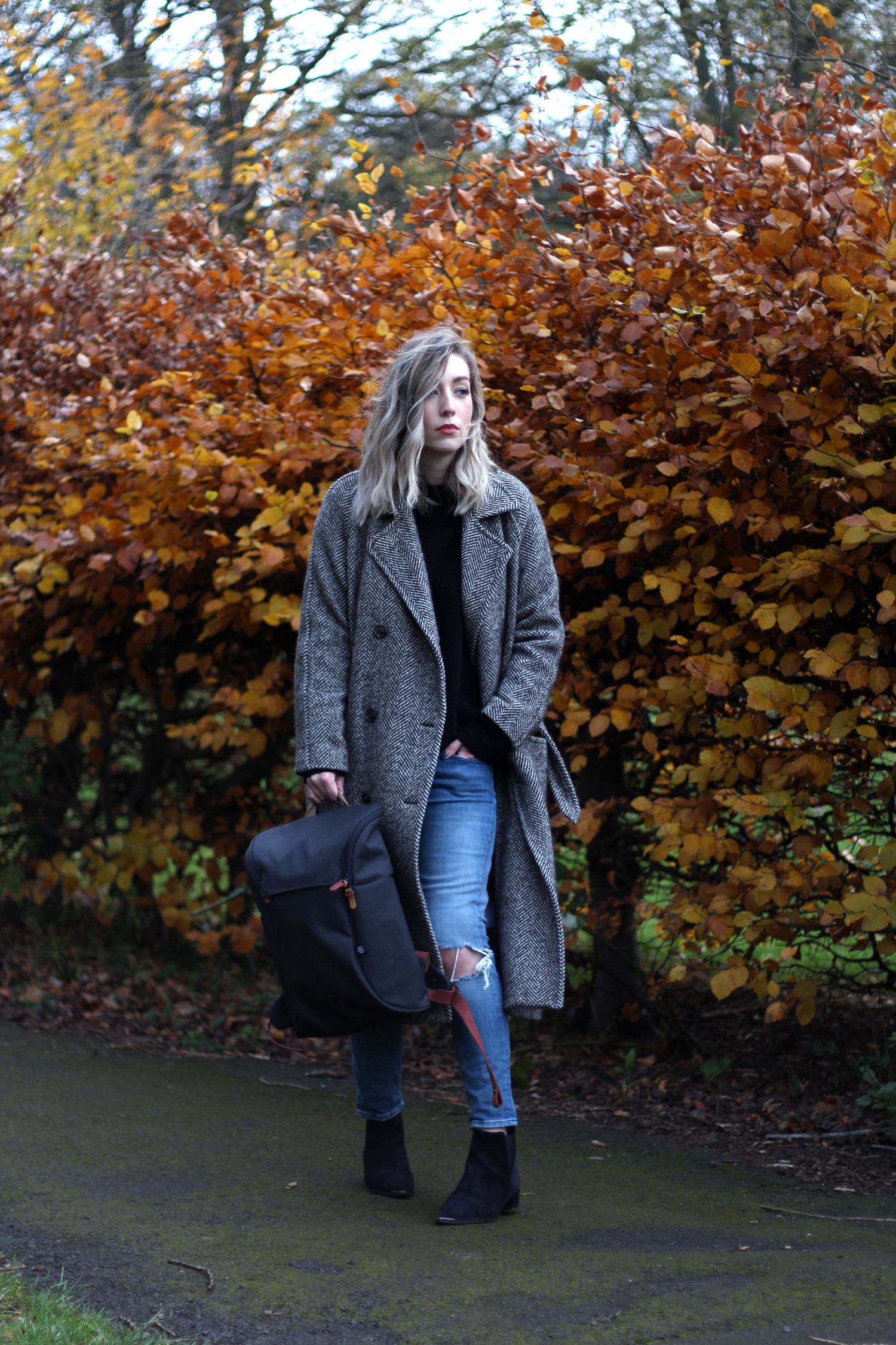 booq-grey-backpack-autumn-outfit-chloe-coat-acne-jensen-4