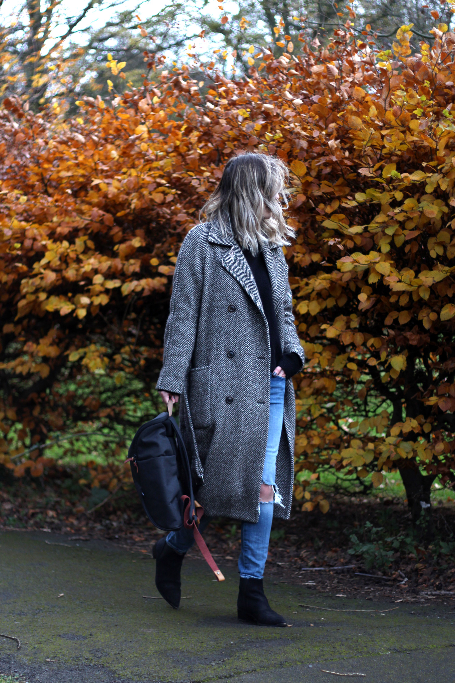 booq-grey-backpack-autumn-outfit-chloe-coat-acne-jensen-5