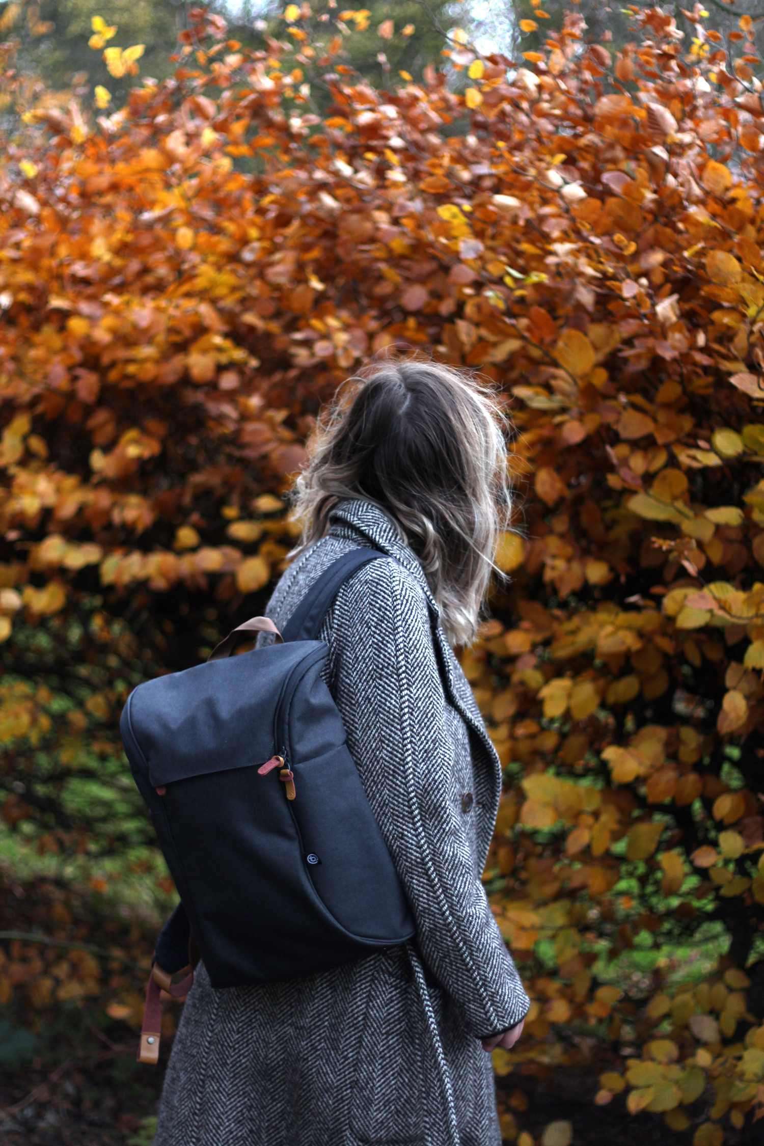 booq-grey-backpack-autumn-outfit-chloe-coat-acne-jensen-8