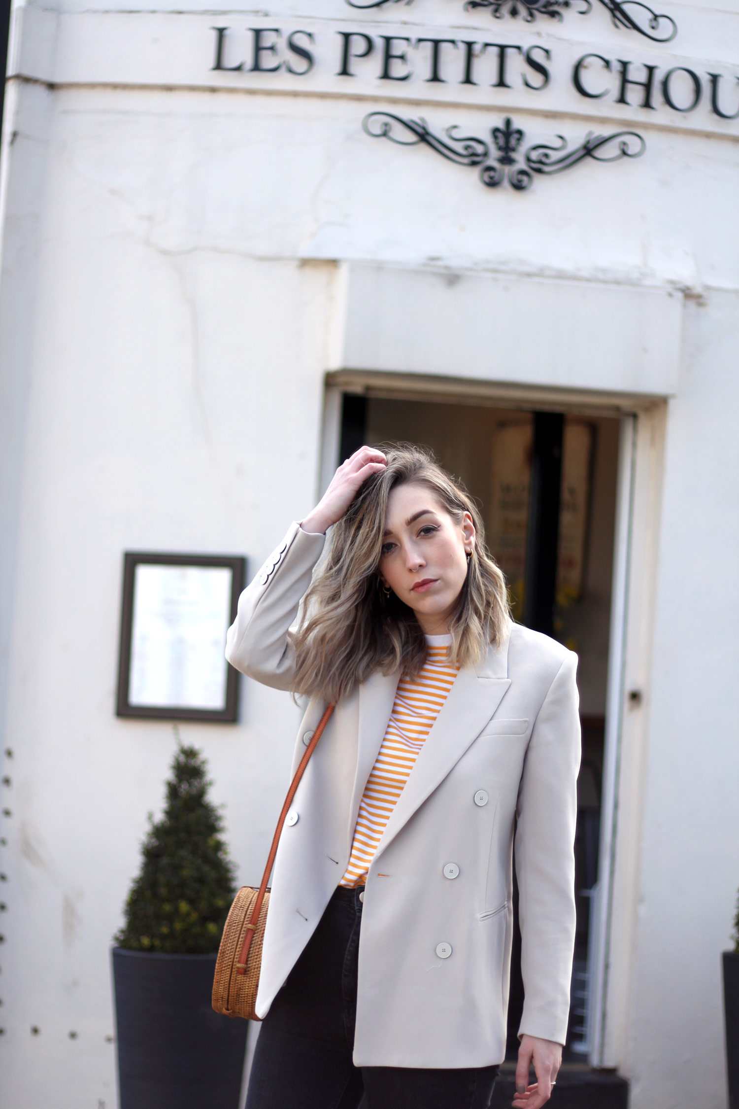 mango-beige-blazer-yellow-stripe-tshirt-gucci-loafers-basket-bag-13