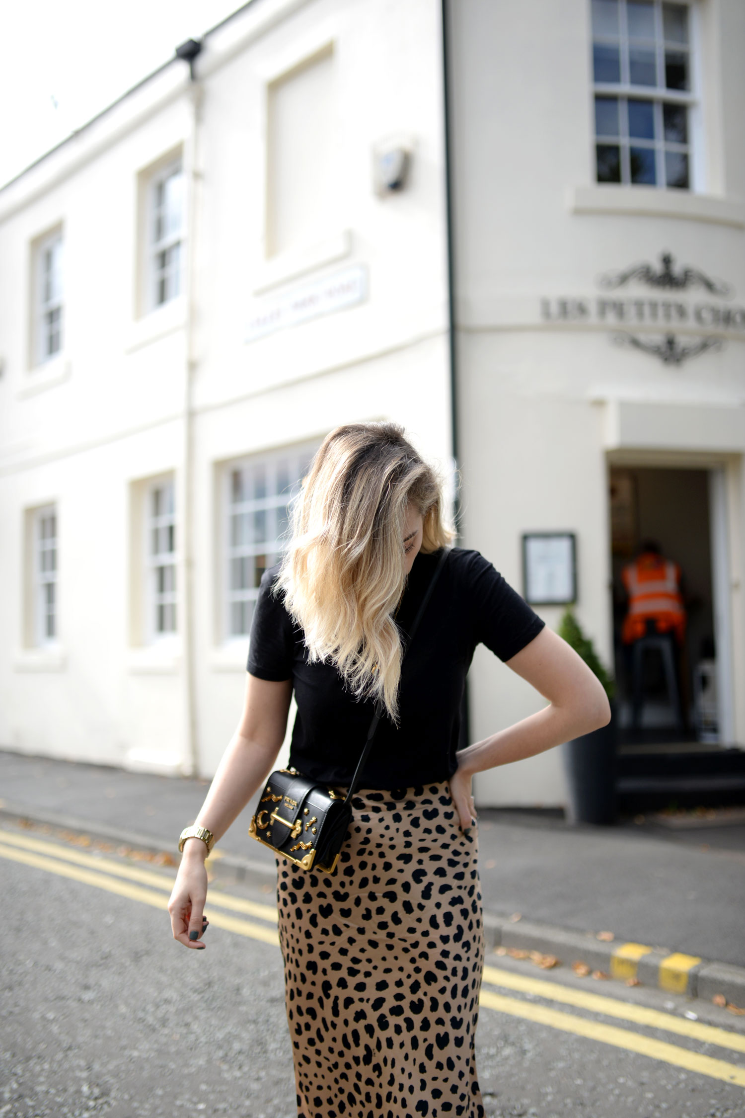 realisation-par-naomi-wild-thing-leopard-silk-skirt-prada-cahier-astrology-bag-11
