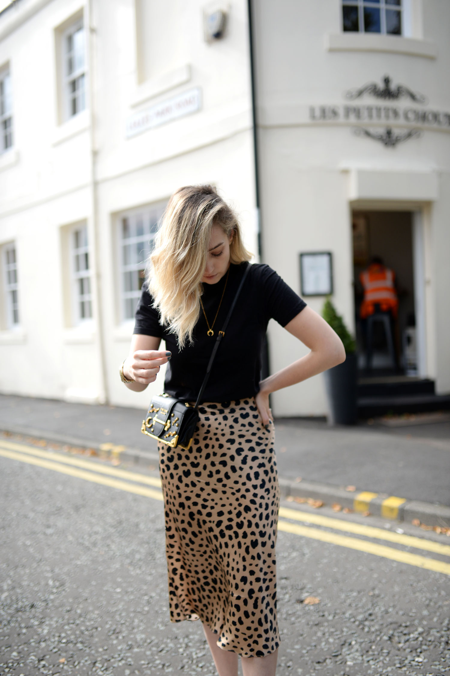 realisation-par-naomi-wild-thing-leopard-silk-skirt-prada-cahier-astrology-bag-12