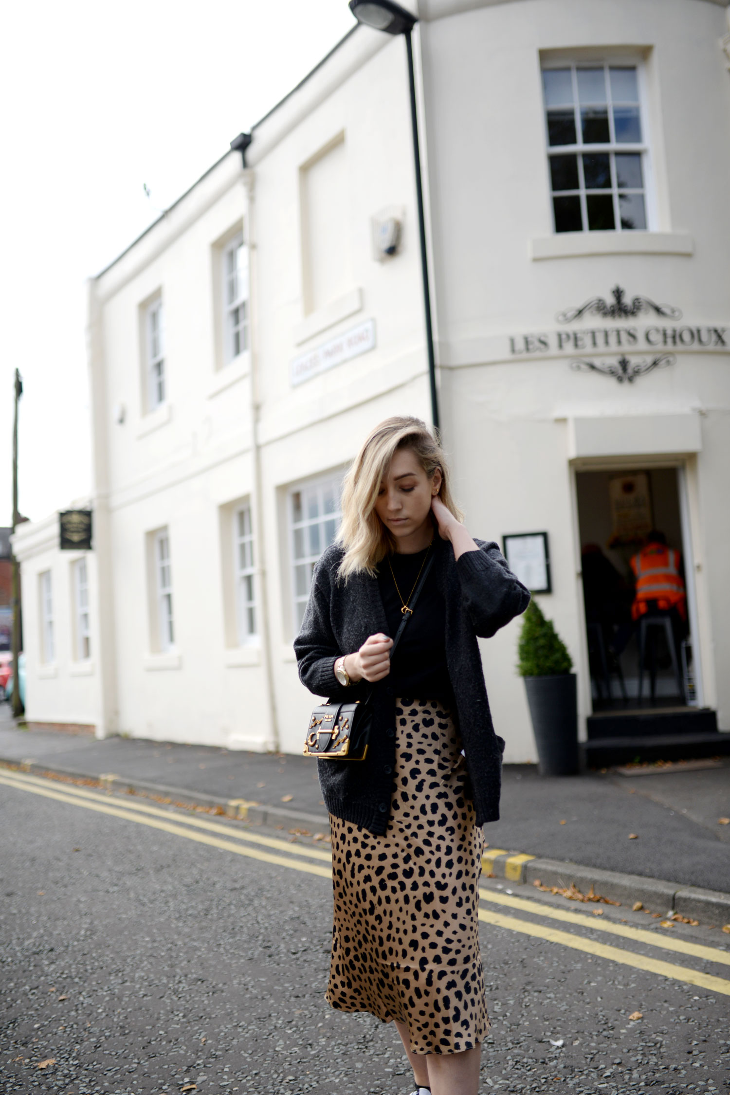 realisation-par-naomi-wild-thing-leopard-silk-skirt-prada-cahier-astrology-bag-3