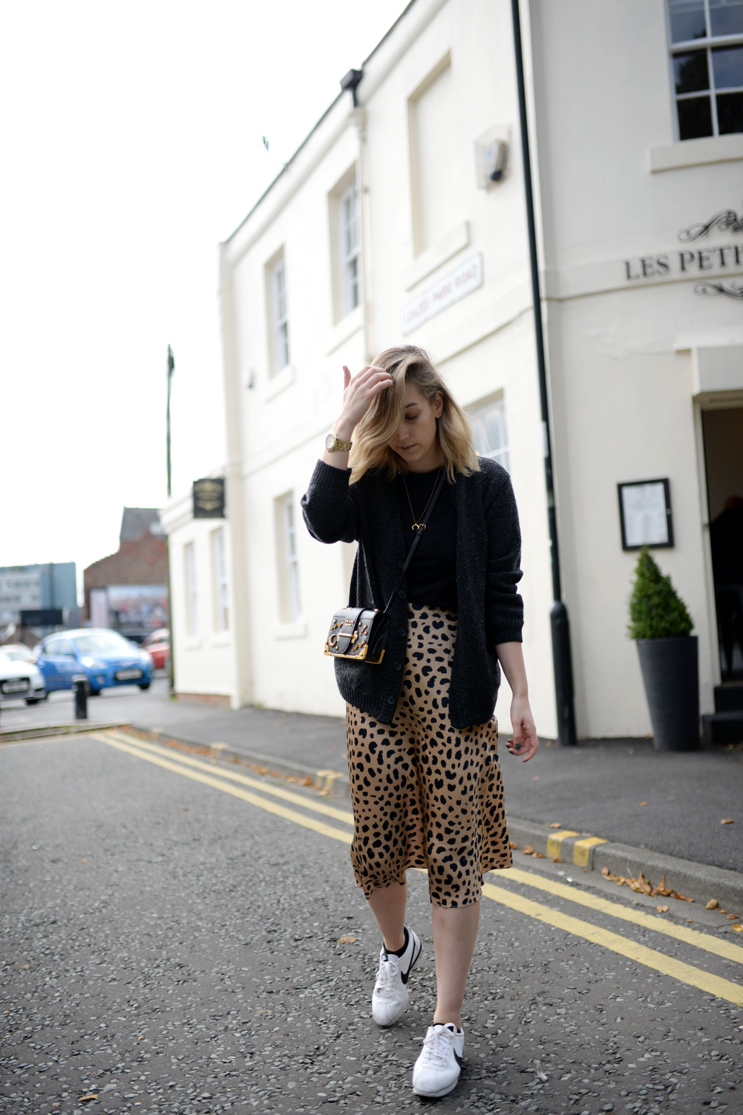 realisation-par-naomi-wild-thing-leopard-silk-skirt-prada-cahier-astrology-bag-5