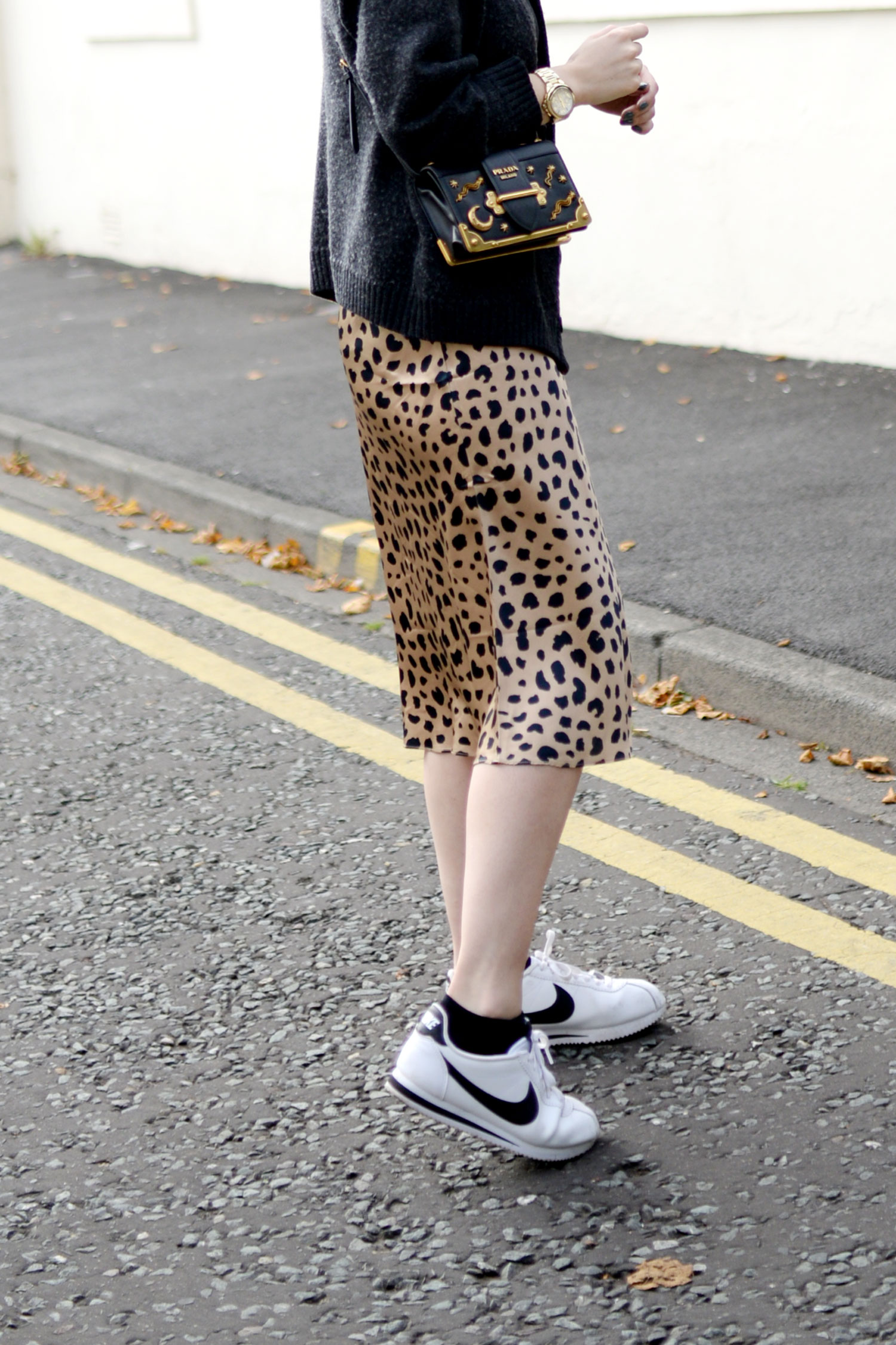 realisation-par-naomi-wild-thing-leopard-silk-skirt-prada-cahier-astrology-bag-6