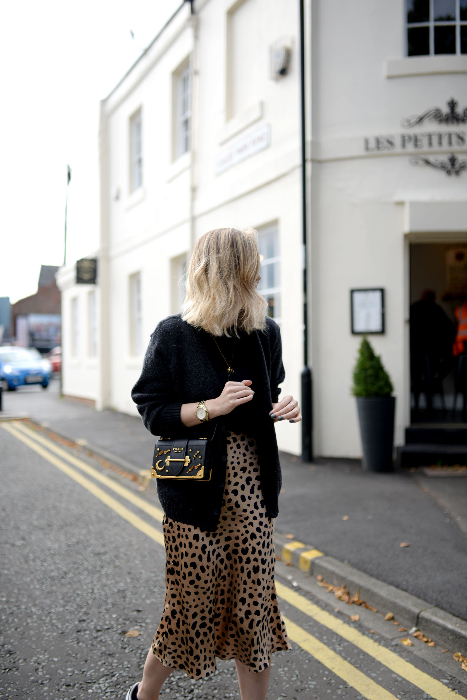 realisation-par-naomi-wild-thing-leopard-silk-skirt-prada-cahier-astrology-bag-8