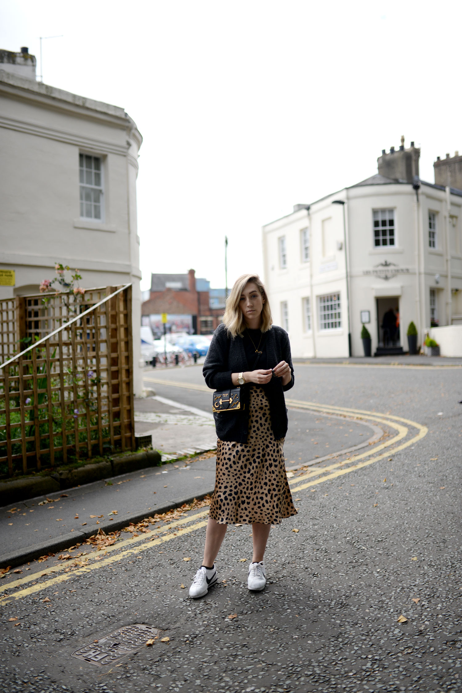 realisation-par-naomi-wild-thing-leopard-silk-skirt-prada-cahier-astrology-bag