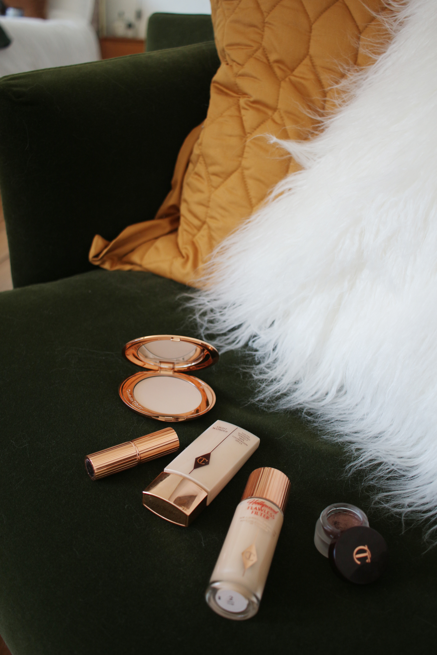 charlotte-tilbury-flawless-filter-light-wonder-powder-bond-girl-2