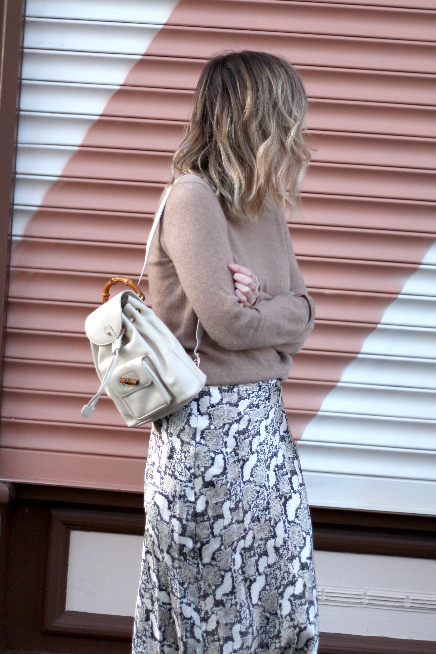h&m-snakeprint-midi-skirt-vintage-gucci-backpack-4