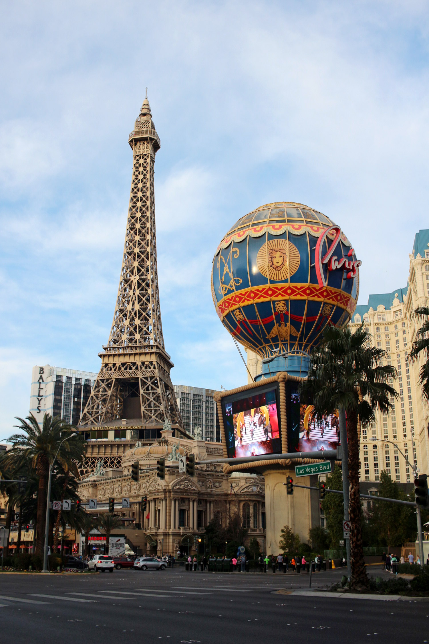 las-vegas-strip-paris-hotel