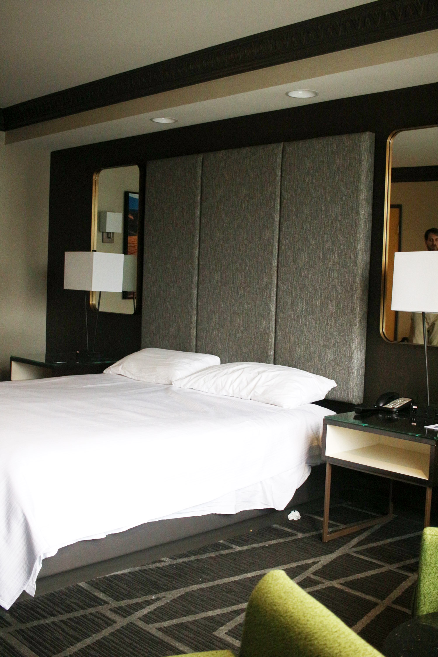 las-vegas-the-luxor-hotel-review-king-room-2