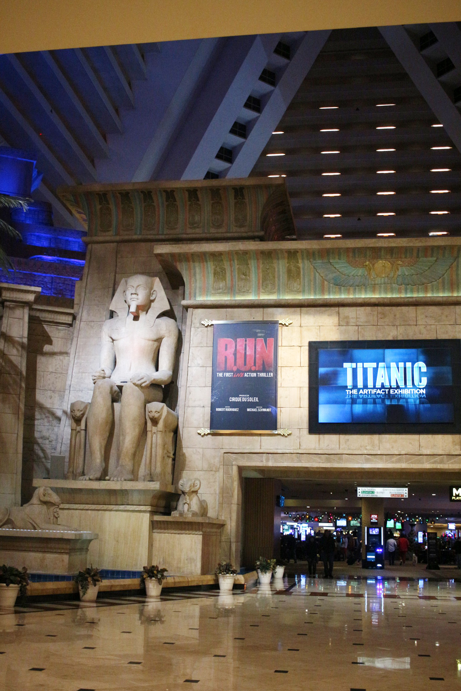 las-vegas-the-luxor-hotel-review-king-room-9