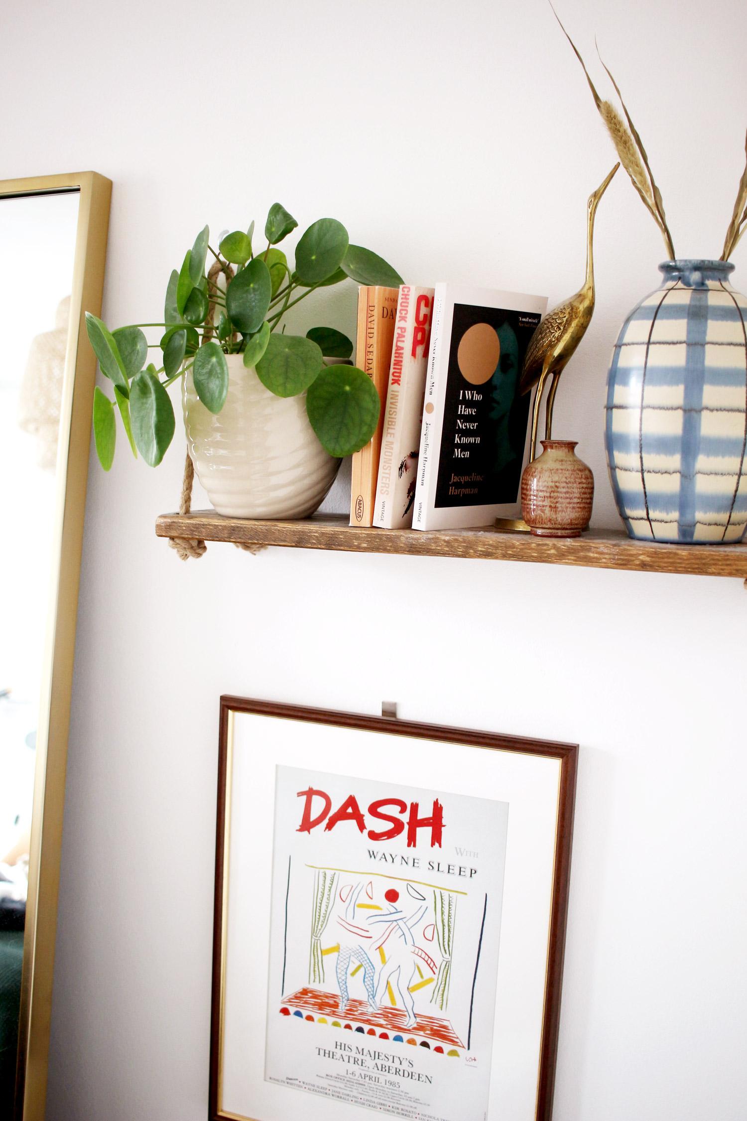 bedroom-changes-vintage-vase-shelf-styling-thelovecatsinc-2