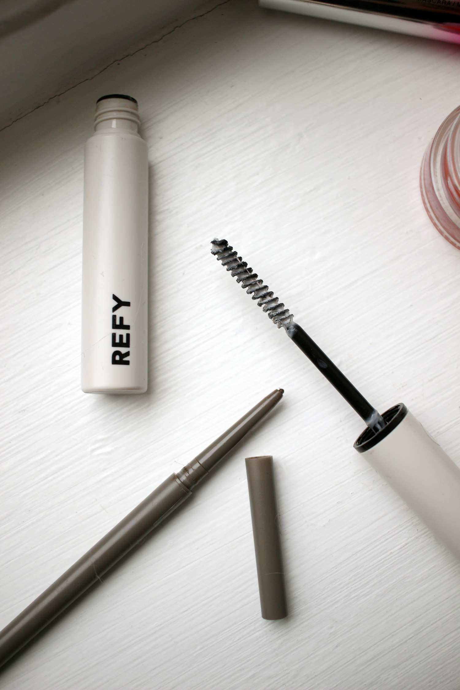 makeup-bag-favourites-nars-air-blush-refy-beauty-eyebrow-2